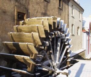 Zasněžené mlýnské kolo na Kampě