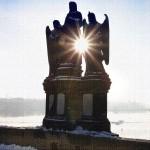 Praha, svatí na Karlově mostě