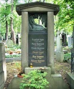 Hrob rodiny herce Eduarda Vojana