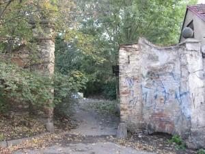 Zachovalá brana do bývalé zahrady Kanálka
