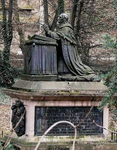 Náhrobek biskupa Leopolda Thun-Hohensteina