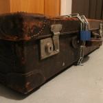 Co skrývá kufr?