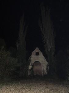 Otlučená kaple s topoly